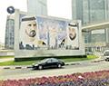 Всюду висят портреты главных шейхов  Дубая и Абу-Даби