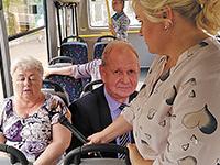 Глазам не верю: Пешков в автобусе!