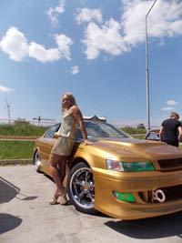 Золотая блондинка и бронзовая «Мазда»