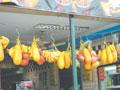 Всюду изобилие фруктов. На каждом шагу свежие соки выжимают, продают манго, маракуйю, просто изумительно сочную папайю (вкуснее, чем, опять же, в Таиланде)