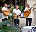 Кубинские мариаче, ни один ужин в ресторанах не обходится без них
