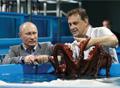 Владимир Владимирович учит осьминога присасываться
