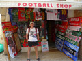 А ещё на каждом шагу встречались фирменные лавки разных футбольных клубов - пачками.