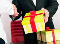История с подарками