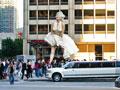 «Большая звезда» Мерилин Монро встречает поклонников прямо на Мичиган Авеню