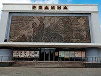 Открылось панно на фасаде кинотеатра «Родина»